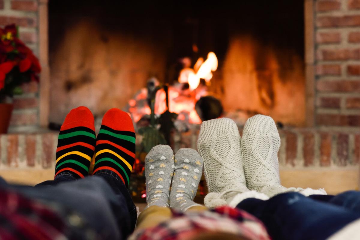 Gemeinsames Schmücken der Wohnung, in Familie entspannen und Kakao trinken: Dieses Jahr sollten wir über neue Rituale nachdenken.