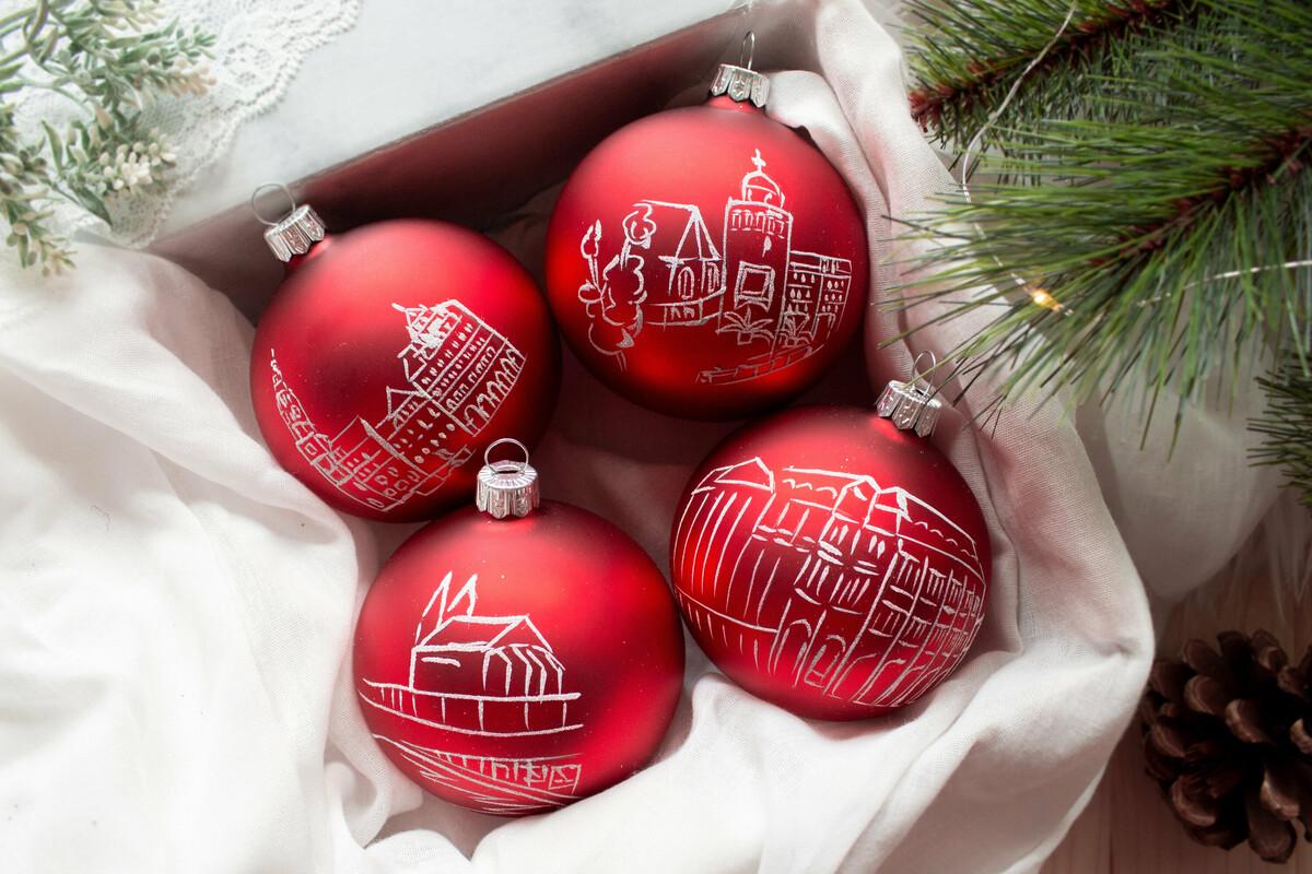 So sehen die neuen Weihnachtskugeln aus, die es jetzt bei der SZ in Görlitz gibt.