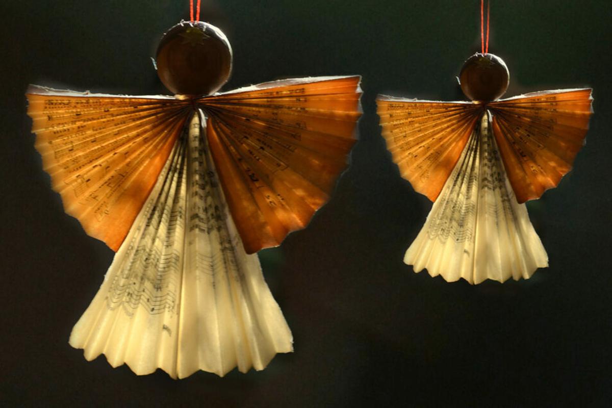 Engel aus Notenpapier sind eine ganz besondere Dekoration.