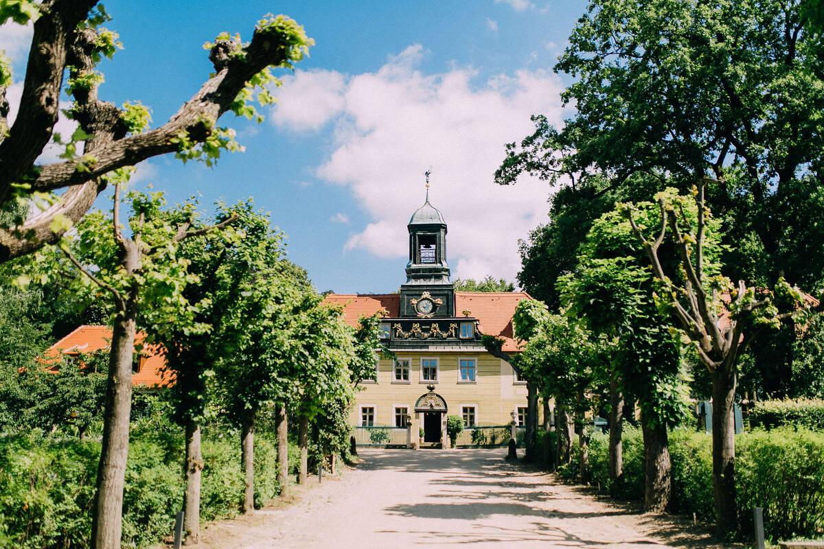 Nicht nur kulinarisch, sondern auch architektonisch ist die Radebeuler Villa Sorgenfrei eine Reise wert.