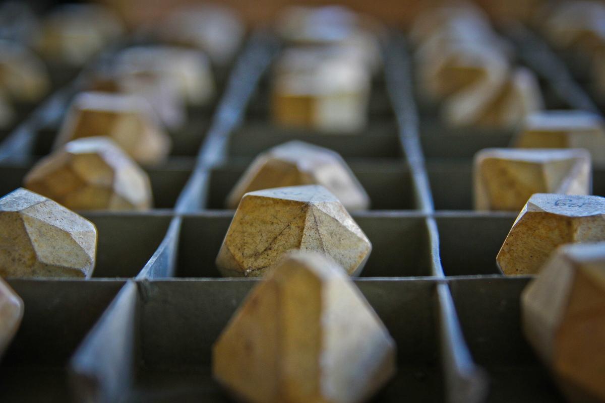 Die 296 Kristallmodelle aus Gips in der Geowissenschaftlichen Sammlung der TU Bergakademie Freiberg sammelte Franz Xaver Zippe in Prag um 1820.
