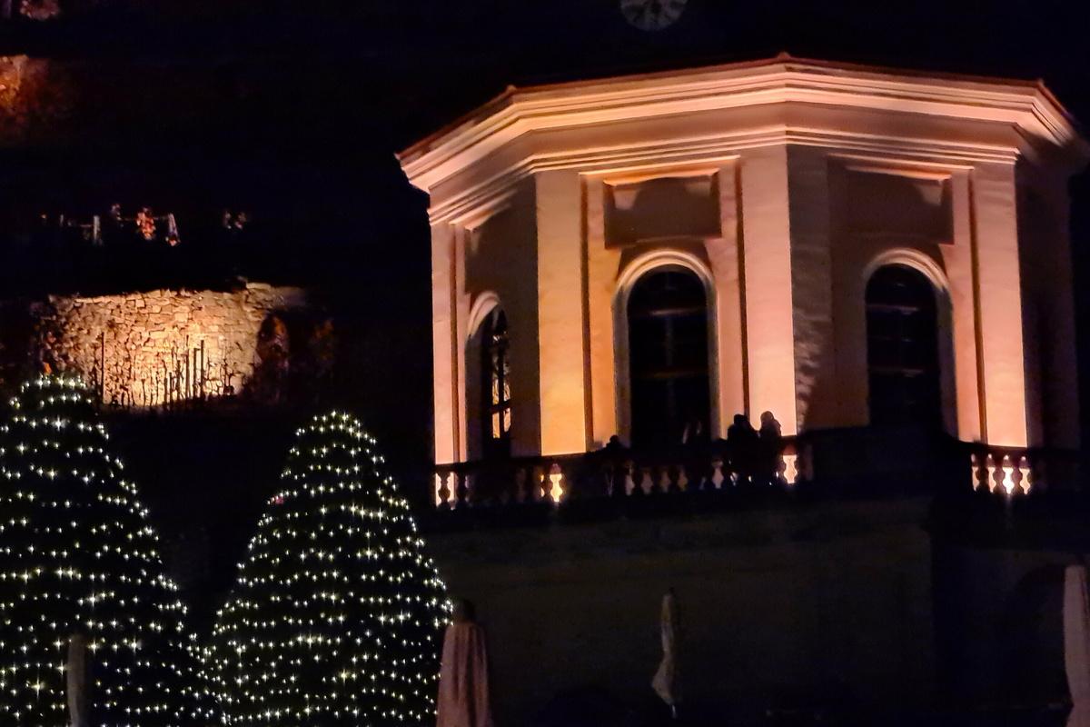Erst vor wenigen Tagen hatte Schloss Wackerbarth seine besondere Adventsbeleuchtung für 2020 erweitert und zum Besuch eingeladen. Jetzt wird alles wieder abgeschaltet.