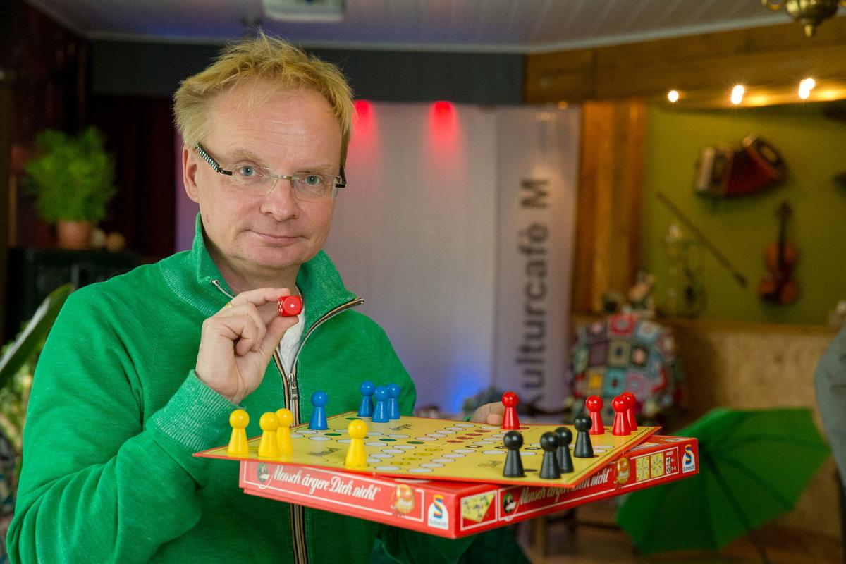 Ein Spiel, dass auch berühmte Persönlichkeiten ärgert: Uwe Steimle ist Meisterschafts-Botschafter in Dohna