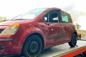 Renault landet bei Bad Schandau im Graben