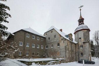 Dacharbeiten beginnen in Schloss Naundorf