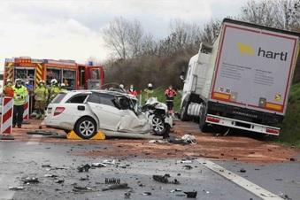 Verkehrsunfall auf der A17 endet tödlich