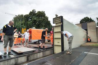 Straßensperre für Flutschutz-Test
