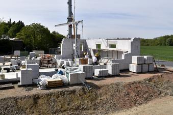 Erste Wände vom Bosch-Pumpwerk stehen