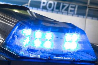Döbeln: Audi kracht gegen Garagentor