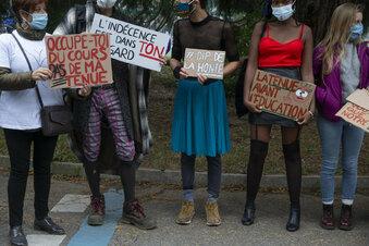 """Protest gegen """"T-Shirt der Schande"""""""