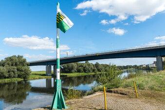 Flagge am Elbufer wirft Fragen auf