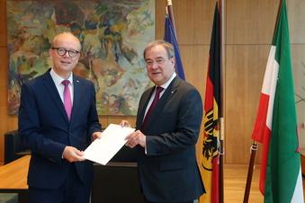 NRW: Laschet legt Amt als Ministerpräsident nieder