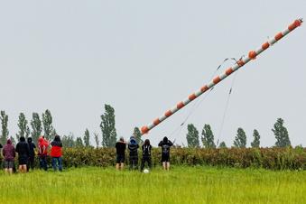 Im Video: Hier fällt die Riesenantenne