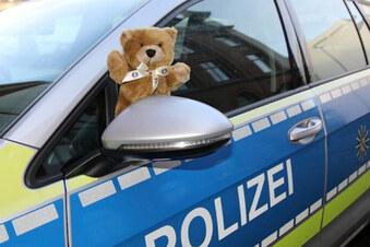 Der Teddy im Streifenwagen