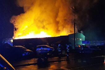 Landmaxx-Lagerhalle brennt aus