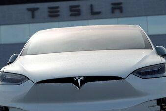 Tesla ruft Fahrzeuge zurück