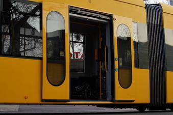Nackter Mitfahrer in Dresdner Straßenbahn