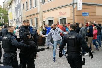 Corona-Demo in Pirna: Angriffe auf Polizisten