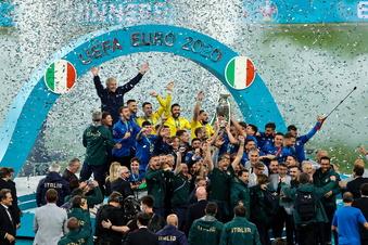 Italien zerstört Englands Titel-Träume