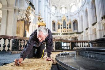 Dresdner Hofkirche wird bis unters Dach eingerüstet