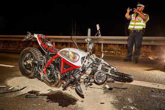 Biker lebensgefährlich verletzt