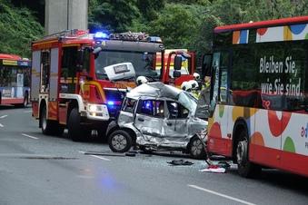 Zeugen gesucht: 21-Jährige stirbt nach Unfall in Dresden
