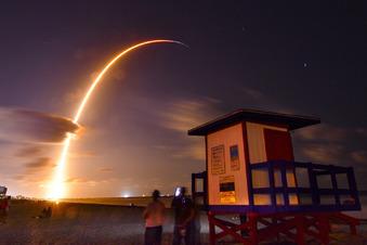 SpaceX bringt Internet-Satelliten ins All