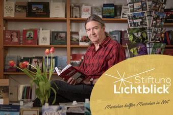 Lichtblick hilft Künstlern - wie diesem Verleger