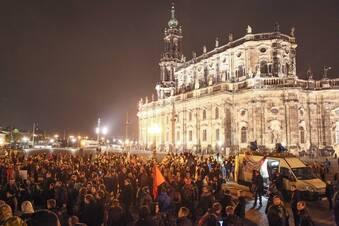 Pegida-Marsch wird größer - Gegenproteste nehmen zu