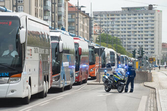 Corona-Demo: Geisterbusse rollen durch Dresden
