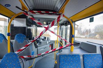 Busfahrer hinterm Absperr-Band