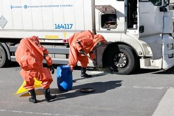 Heidenau: Ätzende Flüssigkeit sorgt für Spezial-Einsatz