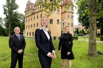 Urlauber kehren ins Schlosshotel zurück