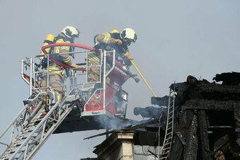 Feuer im Hechtviertel - Mann springt aus dem Fenster