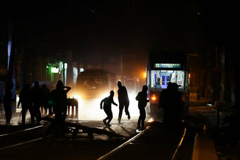 Leipzig: Vermummte greifen Polizei an
