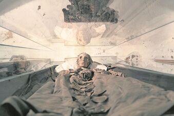 Riesas Mumien unterm Röntgengerät