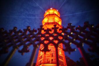 Warum der Gusseiserne Turm rot leuchtete