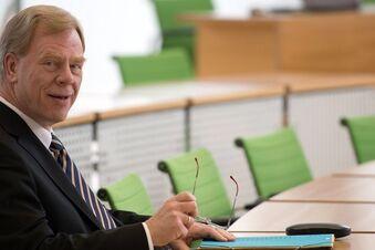 Regierung bringt Doppeletat ein, Unland warnt vor Risiken