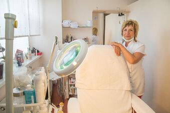 Kosmetikerin hält sich mit Minijob über Wasser