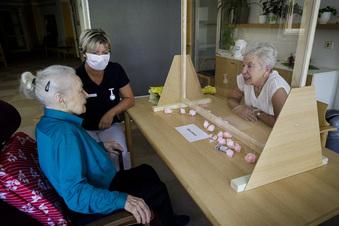 Altenheime: Endlich wieder miteinander sprechen