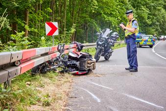 Motorradfahrerin bei Unfall schwer verletzt