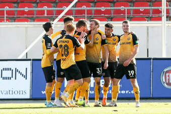 Dynamo siegt souverän in Zwickau