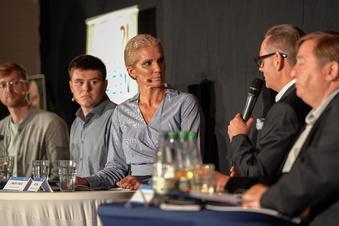 Neustadt: Bestseller-Autorin ist Star des Wahlkampfs