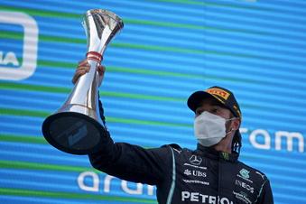 Hamilton zieht in Spanien davon