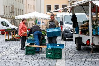 Händler stehen wieder auf dem Marktplatz