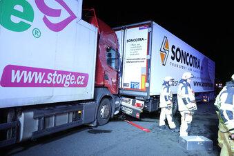A 4 nach Lkw-Unfall lange gesperrt