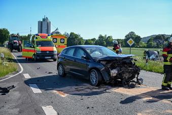 S148: Zwei Verletzte bei Kreuzungscrash