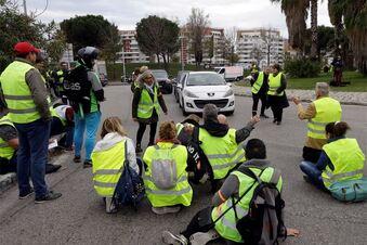 Frau stirbt bei Spritpreis-Protesten in Frankreich
