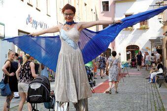 Auf Stelzen zum Zittauer Stadtfest
