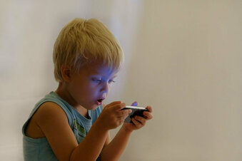 """Smartphones verdummen unsere Kinder"""